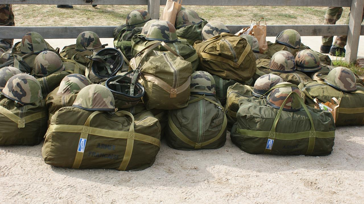 キャンプを極めるサバイバルなミリタリーバッグ